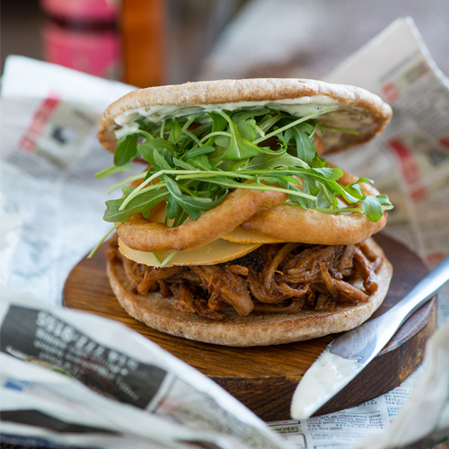 burger l 39 effiloch de porc au cidre et oignons frits tourisme au coeur de la mont r gie. Black Bedroom Furniture Sets. Home Design Ideas