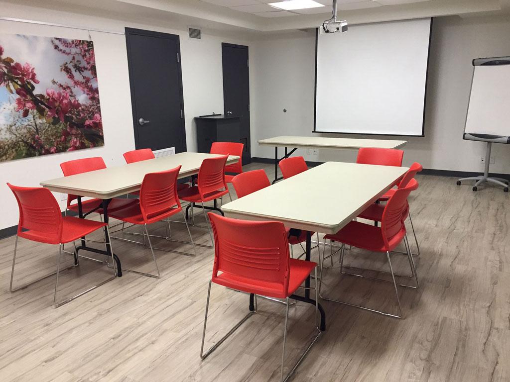 ateliers_avec_3_tables-_12-personnes
